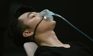 Sơn Tùng M-TP phải thở oxy sau màn 'quẩy' cùng fan