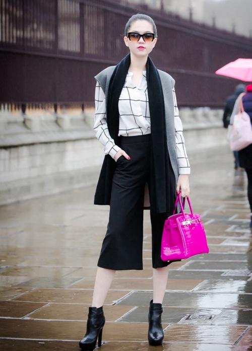 Ngọc Trinh từng gây tranh cãi khi tiết lộ việc dùng hàng hiệu phung phí, không biết giữ. Cô tâm sự: Đi ngoài trời mưa, những người khác ôm túi vào bụng, còn Trinh lấy túi để che cho mình bất kể đó là một chiếc túi xách tiền tỷ.