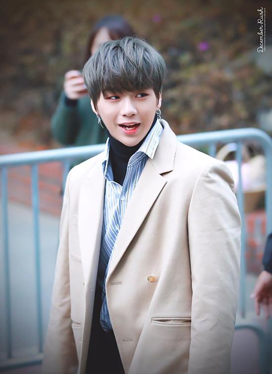 Kết quả, nam ca sĩ Kang Daniel dẫn đầu với tỷ lệ bình chọn áp đảo: 55,3%. Anh chàng có lượng lớn fan tại Hàn Quốc, từ khán giả trẻ đến khán giả trung niên đều đổ gục trước ánh mắt ấm áp và nụ cười tươi rói của Kang Daniel.