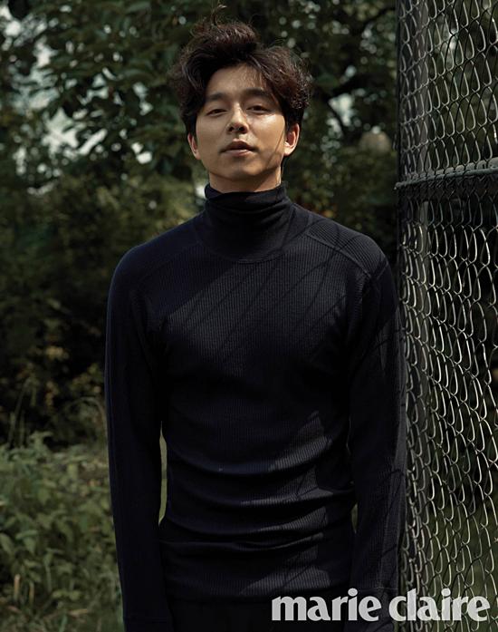 Nam diễn viên Gong Yoo xếp vị trí thứ tư (4,6%). Anh được gọi là quý ông vạn người mê của làng phim Hàn Quốc. Gương mặt Gong Yoo không thuộc tiêu chuẩn mỹ nam đẹp như hoa nhưng lại đốn tim fan bởi vẻ nam tính, nụ cười hiền lành và body hoàn hảo.