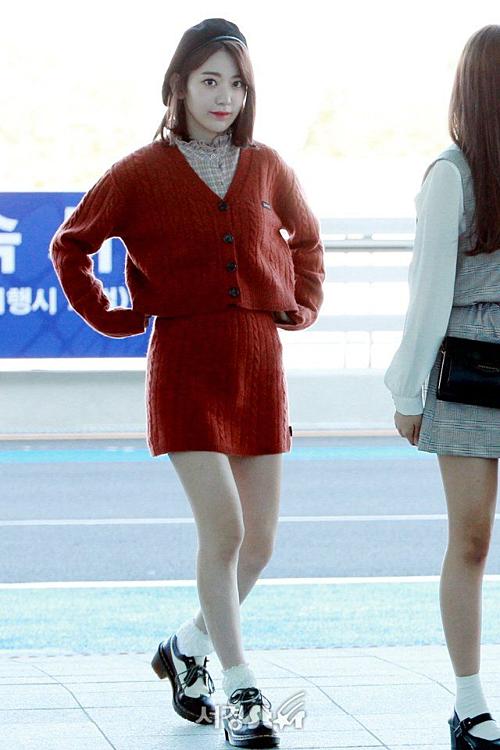 Sau khi debut tại Hàn, mỹ nhân Nhật Bảnthay đổi cách trang điểm vàtrang phục chuẩn Kpop.