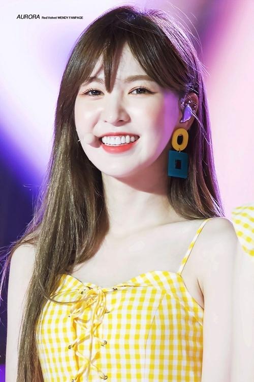 Một thành viên khác của Red Velvet cũng có mặt trong BXH là Wendy. Giọng ca chính của girlgroup SM chiếm cảm tình bởi vẻ đẹp thông minh, ấm áp, luôn quan tâm tới mọi người xung quanh.