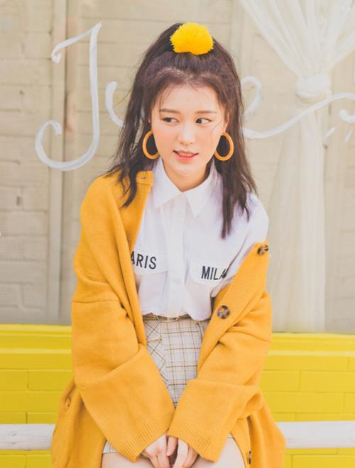 Sau khi tham gia Giọng hát Việt 2017, Han Sara tham gia ca hát chuyên nghiệp ở Việt Nam. Cô gái sinh năm 2000 đến từ Hàn Quốc có gần 1 triệu fan trên Facebook nhờ giọng hát đáng yêu, vẻ ngoài xinh xắn. Phong cách mà Han Sara theo đuổi là hình tượng nữ sinh nhí nhảnh và đậm chất Hàn Quốc.