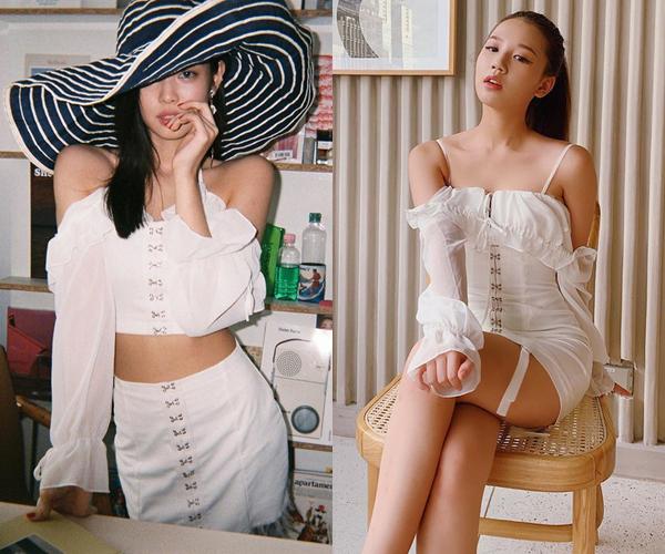 Từ khi debut đến nay, Amee - mỹ nhân Hà thành sinh năm 2000 - nhiều lần gây tranh cãi vì phong cách ăn mặc gây liên tưởng đến Jennie (Black Pink). Giọng ca Anh nhà ở đâu thế? đụng độ nhiều set đồ với nữ thần tượng xứ Hàn. Bộ váy trắng tay xếp bèo Amee mặc từng được Jennie diện trước đó, tuy nhiên theo cách sáng tạo hơn là cắt thành hai nửa croptop và chân váy, khoe khéo vòng eo thon.