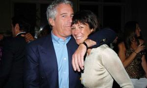 Người phụ nữ bị cáo buộc làm 'tú bà' cho tỷ phú Jeffrey Epstein
