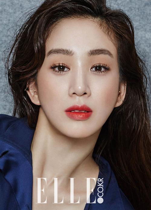 Jung Ryeo Won (1981) bắt đầu nổi tiếng từ vai diễn trong Tôi là Kim Sam Soon. Cô sở hữu vẻ đẹp đặc trưng: lúm đồng tiền duyên dáng, nụ cười tươi tắn đáng yêu. Hiện nay, Jung Ryeo Won ở tuổi 37 vẫn được dư luận gọi là nữ hoàng thời trang bởi gu thẩm mỹ sành điệu. Tuy nhiên, Ryeo Won cũng nhiều lần trở thành tâm điểm bởi gương mặt đơ cứng, thiếu tự nhiên vì dao kéo quá đà.