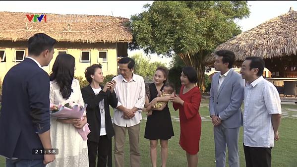 Dương livestream giới thiệu về gia đình mình.