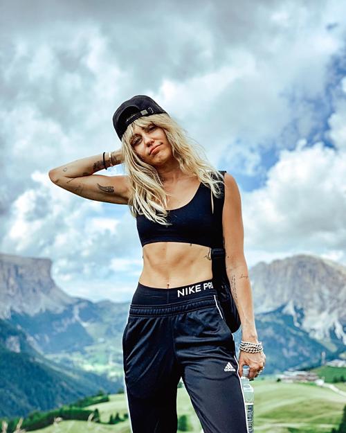 Bức ảnh chụp tại kỳ nghỉ ở núi Dolomites, Italy, của Miley Cyrus.