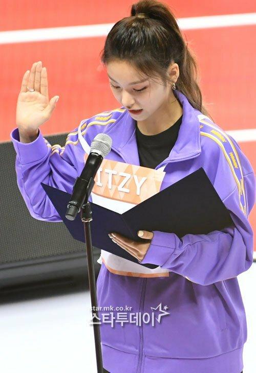 Yeji (ITZ) đọc lời tuyên thệ.
