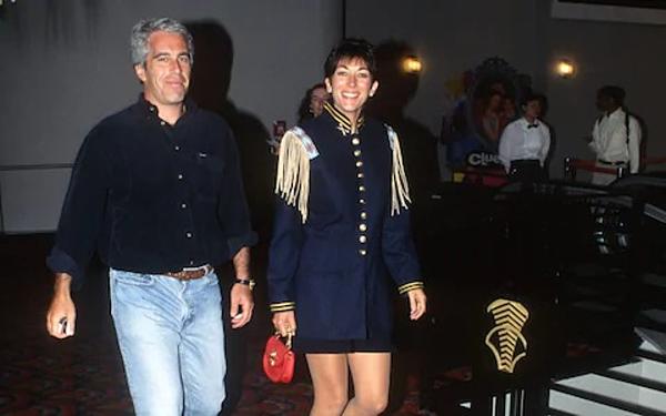 Epstein và Ghislaine Maxwell công khai sánh bước trong nhiều sự kiện.