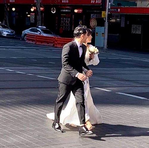Cả hai rạng rỡ sánh bước cùng nhau tại Australia.