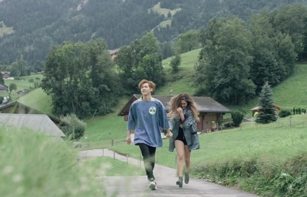 Hình ảnh trong MV.