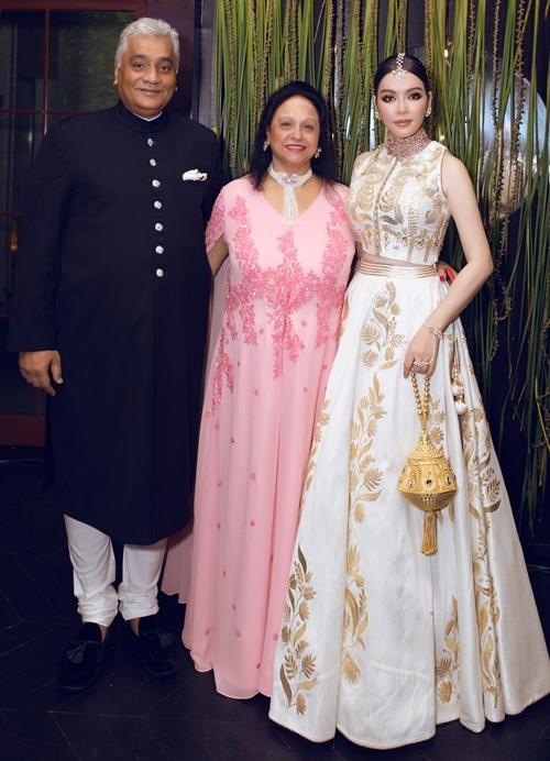 Tỉ phú Nitin Shah (ngoài cùng bên trái) bao trọn Le Meridien -resort năm sao cao cấp bậc nhất Ấn Độ - nằm trên ngọn núi tại vùng Mahabaleshwar để tổ chức sinh nhật. Tiệc sinh nhật của tỉ phú được diễn ra trong một tuần với chi phí lên đến hàng triệu USD. Mỗi ngày, ngài tỉ phú đều thay đổi chủ đề về concept và decor của buổi tiệc. Khách mời đến dự phải mặc đồ theo đúng chủ đề từng ngày.