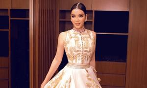 Lý Nhã Kỳ diện váy dát vàng dự sinh nhật tỷ phú Ấn Độ