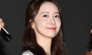 Yoona gây sốt với làn da căng bóng 'soi gương được'