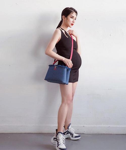 Diệp Lâm Anh mặc váy bó sát khoe bụng bầu 6 tháng.