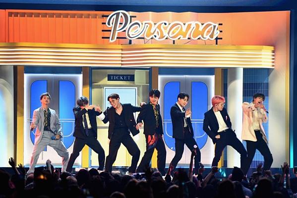 BTS biểu diễn tại BBMAs 2019.