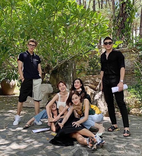 Trong khi đó, Bình An lại tụ tập mừng tuổi mới tại Huế với những người bạn thân thiết như Lê Xuân Tiền, Lan Ngọc...