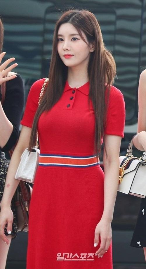 Joy và Eun Bi bất phân thắng bại khi đụng hàng váy - 5