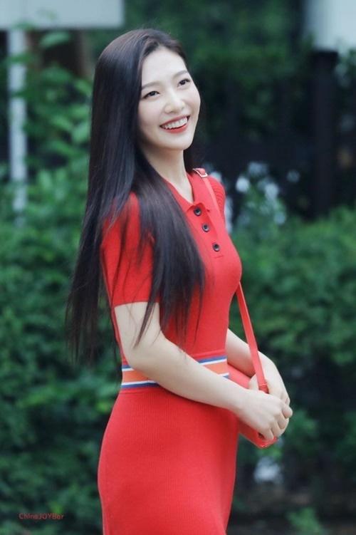 Joy và Eun Bi bất phân thắng bại khi đụng hàng váy - 3