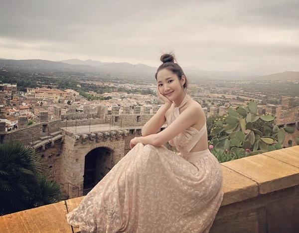Park Min Young ngọt ngào và gợi cảm