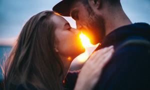 Tại sao các cặp hạnh phúc không nói về nhau trên mạng xã hội?
