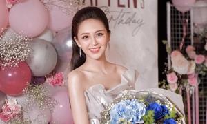Hoa khôi Nam Bộ đón sinh nhật tuổi 22
