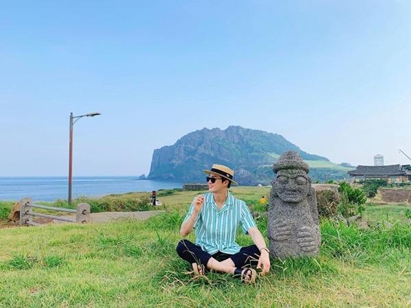 Su Ho tận hưởng kỳ nghỉ hè ở đảo Jeju.