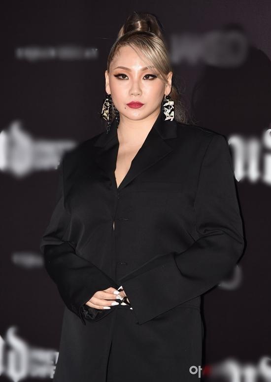 Vắng bóng đã lâu, CL (2NE1) bất ngờ lộ diện với thân hình phì nhiêu gây tranh cãi