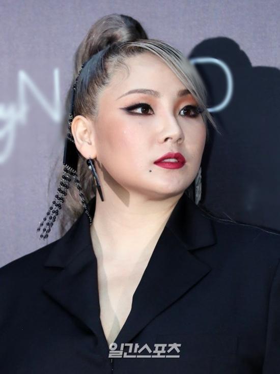 Vắng bóng đã lâu, CL (2NE1) bất ngờ lộ diện với thân hình phì nhiêu gây tranh cãi - 2