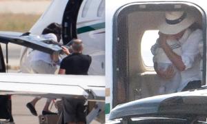 Vợ chồng hoàng tử Harry bị chỉ trích vì dùng máy bay riêng