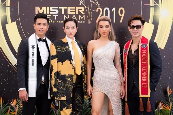 Khánh Ngân cùng Trịnh Bảo, Khả Trang, Tuấn Anh (từ trái qua) là một trong những huấn luyện viên của Mister Việt Nam năm nay.