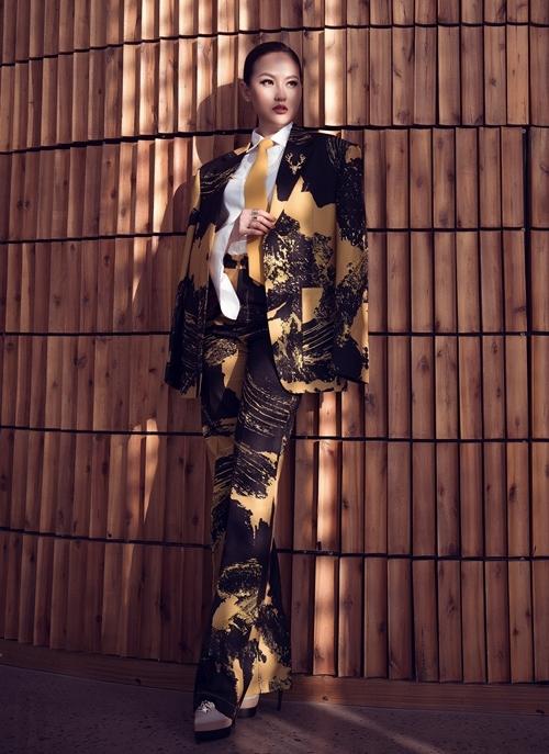 Khánh Ngân tiết lộ, sau 10 năm trở lại, chất lượng thí sinh Mister Việt Nam được đánh giá cao. Nhiều thí sinh thể vượt được sự vượt trội về ngoại hình và hiểu biết sâu rộng. Cô tin những thí sinh chiến thắng Mister Việt Nam sẽ có cơ hội trên đấu trường sắc đẹp quốc tế.