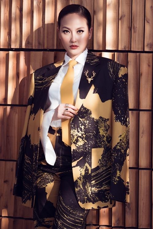 Hai năm sau khi đăng quang Hoa hậu Hoàn cầu Quốc tế, Khánh Ngân ngày càng tự tin, bản lĩnh.
