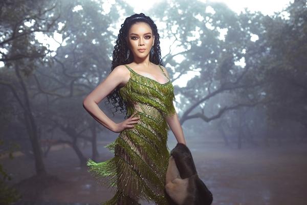 Sau chuyến công tác tại Ấn Độ, Lý Nhã Kỳ trở về nước và tích cực chuẩn bị cho sự kiện ra mắt phim Bí mật thiên đường do cô làm nhà sản xuất kiêm diễn viên chính.