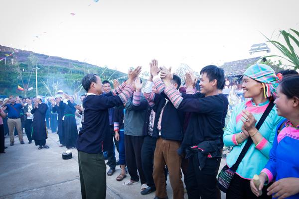 Các trò chơi dân gian cuốn hút nhiều du khách tham gia. Ảnh: Nam Nguyễn.