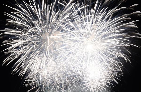 Màn trình diễn pháo hoa rực rỡ ở tầm thấp sẽ được trình diễn ngay tại khuôn viên Sun World Fansipan Legend. Ảnh: Nam Nguyễn.
