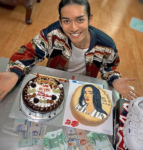 BB Trần về quê đón sinh nhật ngập quà bên đại gia đình.