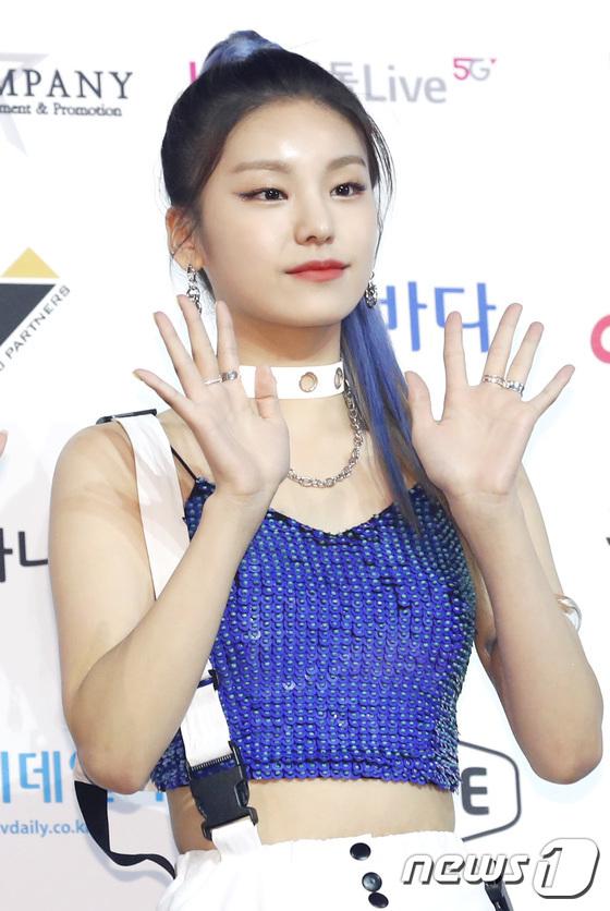 Yeji thu hút lượng fan nữ lớn vì sở hữu khí chất girlcrush độc đáo.