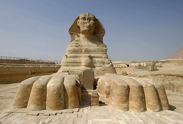 =>> Hình A: Công trình kiến trúc cổ đại Tượng Nhân Sư ở Ai Cập.