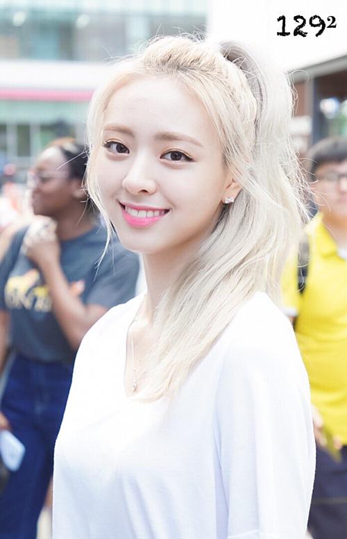 Yuna sinh năm 2003, là center của girlgroup tân binh ITZY.