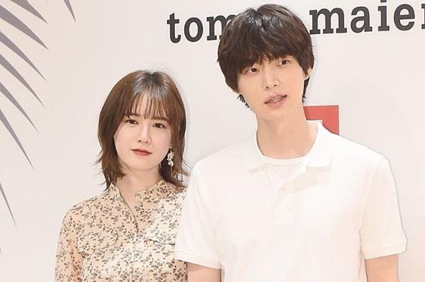 Goo Hye Sun và bạn trai kém 3 tuổi Ahn Jae Hyun bắt đầu hẹn hò sau khi đóng chung phim Blood (2015) Họ làm đám cưới tháng 5/2016.