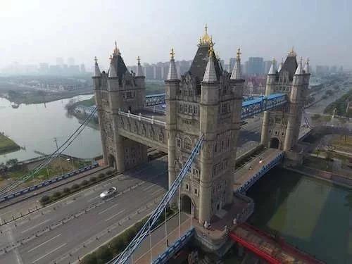 =>> Hình B: Cầu tháp Tô Châu ở Trung Quốc.