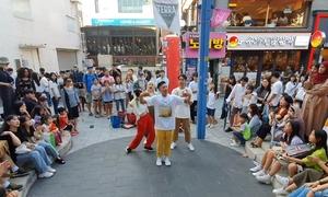 Trọng Hiếu cover loạt vũ đạo của BTS trên đường phố Hàn Quốc
