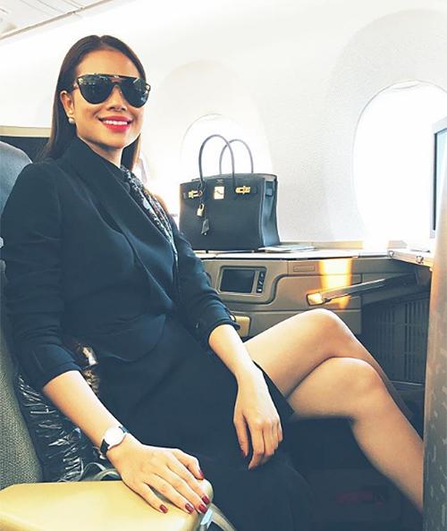Chiếc túi Hermes đầu tiên mà Hoa hậu Hoàn vũ Việt Nam 2015 sở hữu là thiết kế Birkin màu đen.
