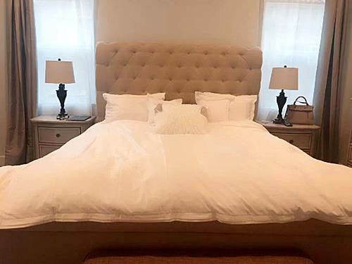 Phòng ngủ của vợ chồng Lệ Quyên.