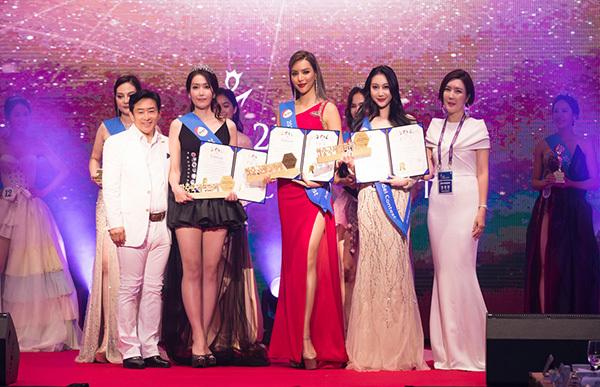 Với kinh nghiệm chinh chiến tại nhiều cuộc thi trong và ngoài nước, Khả Trang tạo được dấu ấn và được trao giải thưởng quan trọng nhất.