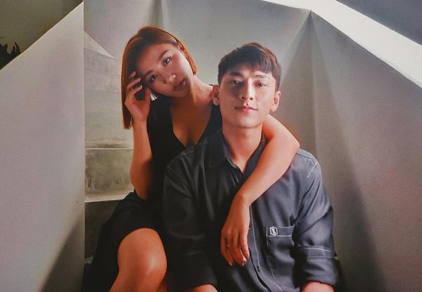 Văn Mai Hương chụp hình tình cảm cùng Isaac và chú thích: Kỷ niệm 10 năm hẹn hò.