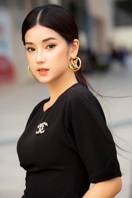 Hoàng Yến Chibi đẹp sắc sảo trong bức ảnh mới.