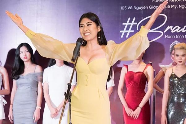 Ngô Trúc Linh - Top 5 Miss Universe 2015 - cũng có mặt ở sự kiện để giao lưu cùng các thí sinh Đà Nẵng.